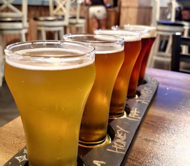 ビール醸造所を持つレストランでビール飲み比べ